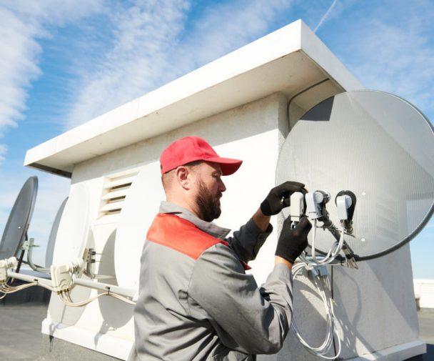Od czego zalezy prawidlowe ustawienie anteny satelitarnej – przeglad podstawowych parametrow